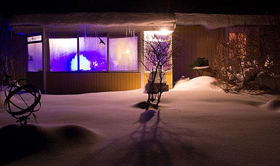 Även den mörkaste vinternatt har sitt ljus av hopp om en ljusare dag.