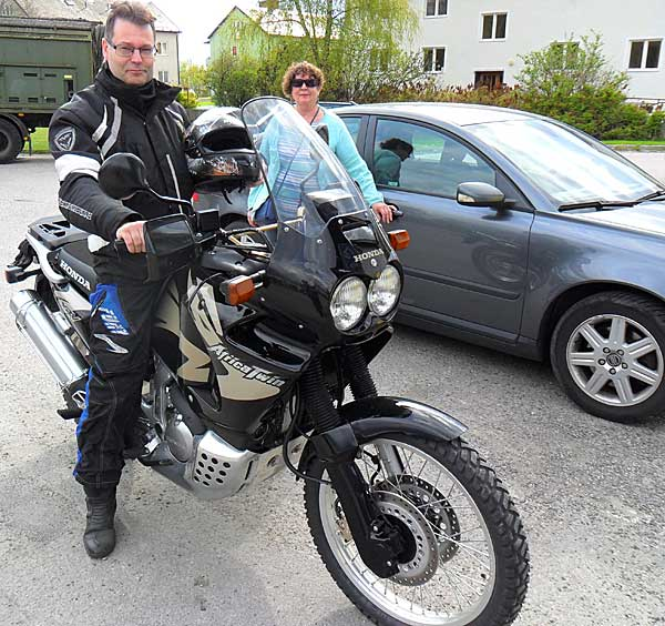 08jag_africa-twin